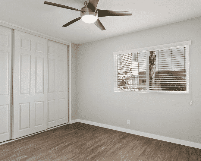 Natural light and Ceiling fan on each room